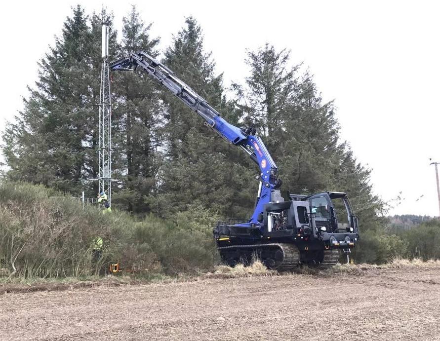 Hitachi Tracked machine with Crane